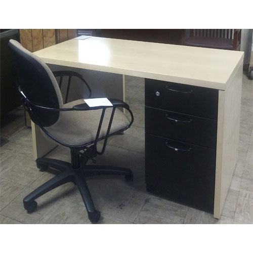 <br><b>Used Office Desk </b><br>Steelcase Desk<br>$250